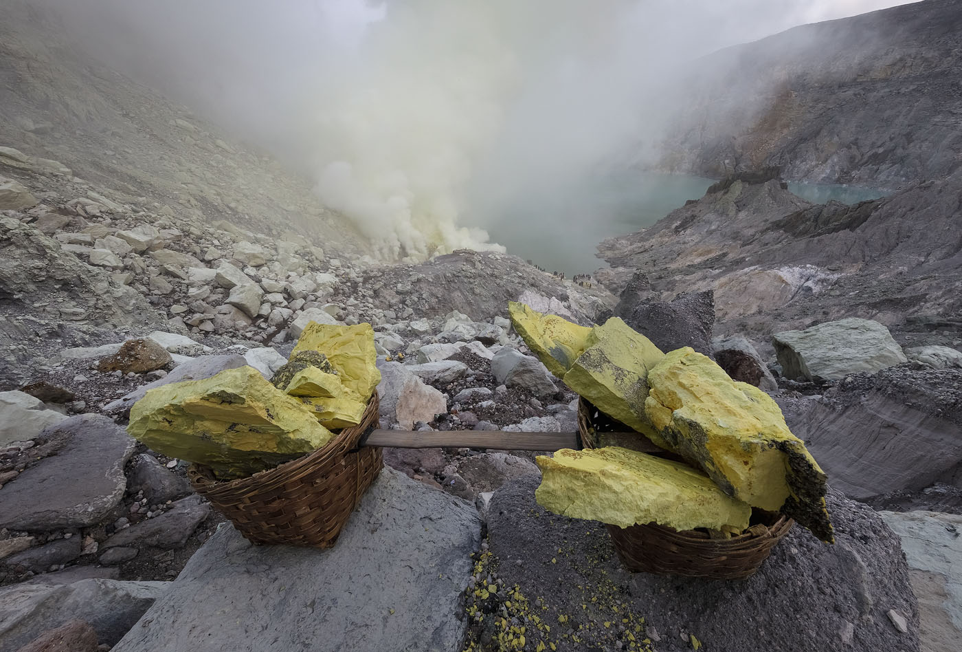 An 80 kg load of sulfur inside Ijen's crater
