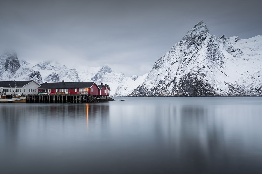 Mount Olstind is one of the main photographic jewels of the Reine area, and under the right conditions it is nothing less than spectacular.