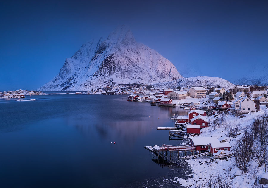 Reine in sunrise. With little wind and an opening in the clouds to the south-east, we had the opportunity to shoot the village and the iconic mount Olstind in pink light.
