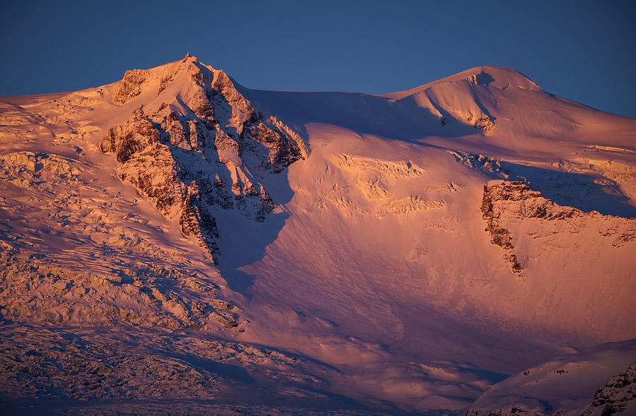 Wonderful Alpenglow colors the snowy mountains over Fjallsárlón pink