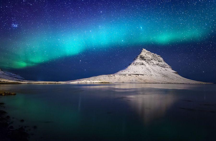 Aurora over mount Kirkjufell